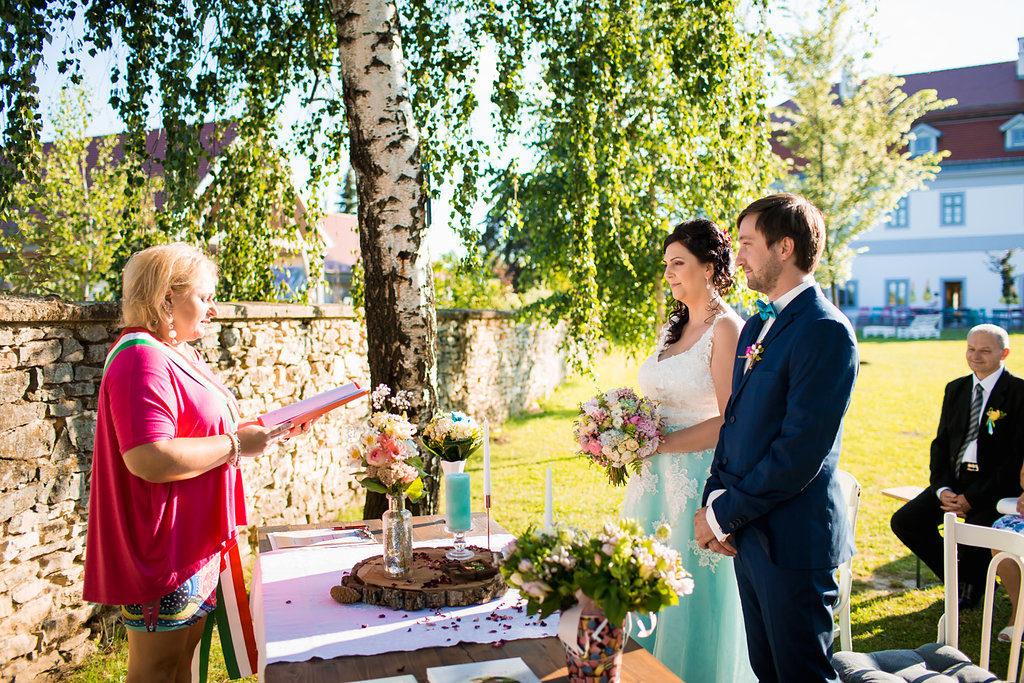 Esküvői a Bagolyvár kertjében