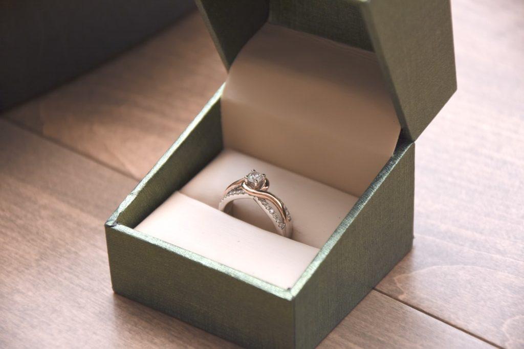 Hogyan kell viselni a jegygyűrűt?