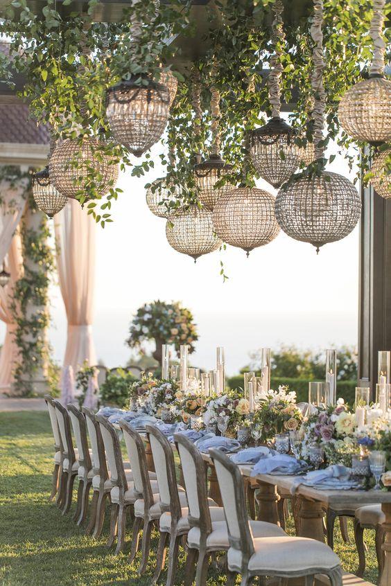 Lampionok egy sátras esküvőn