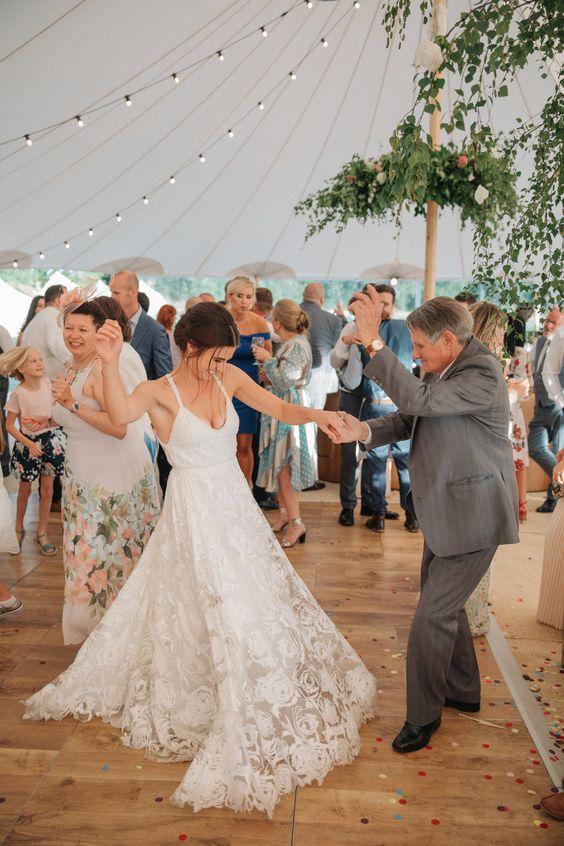 Milyen egy sátras esküvő?