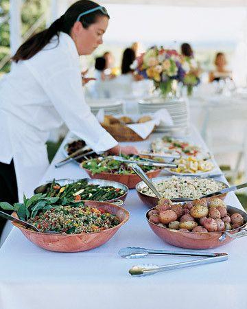 Svédasztalos tálalás egy esküvőn