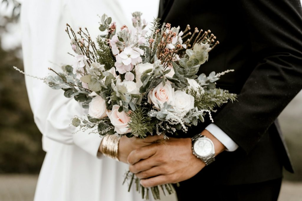Mit lehet egy esküvői meghívóra írni ?