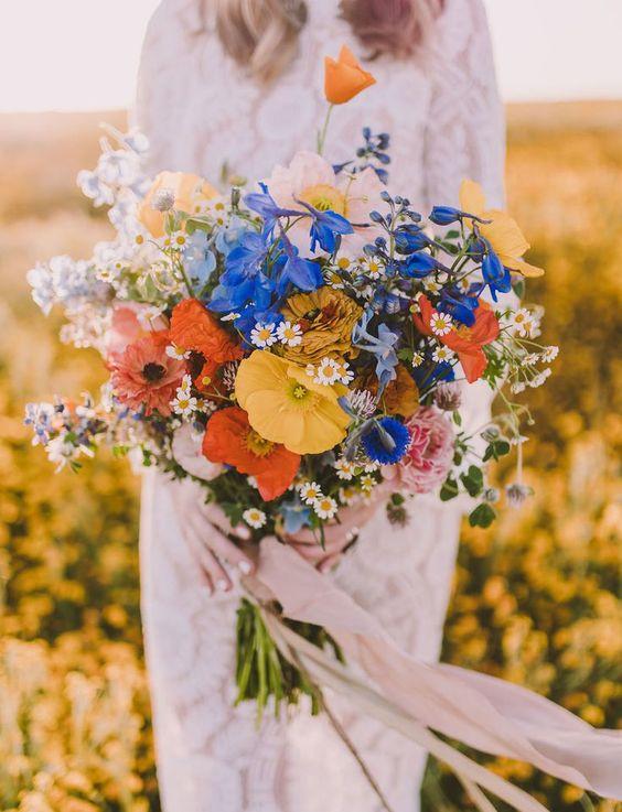 Menyasszonyi csokor vadvirágokból