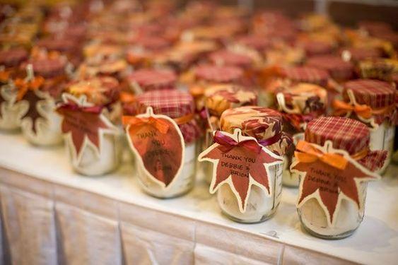 Mit adj egy őszi esküvőn ajándékba vendégeidnek?