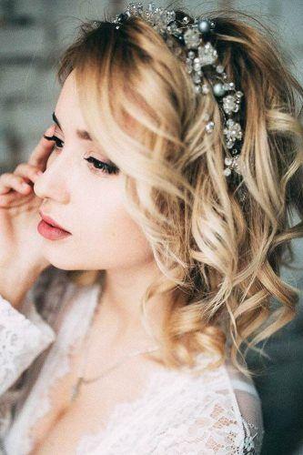 Esküvői frizura dísszel